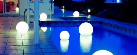 Iluminación de jardines: probemos con el turquesa