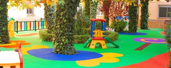 Poner césped artificial en parques recreativos: rentabilidad al máximo