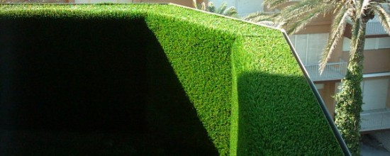 ¡Cubre tu terraza con césped artificial!