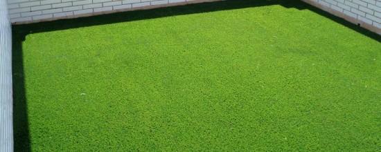Comprar césped artificial: ¿factible para mi terraza?