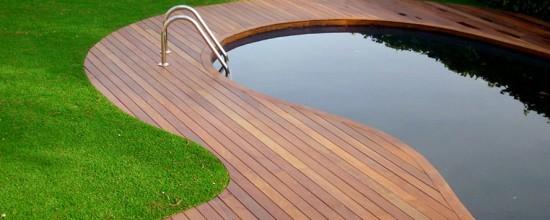 Poner c sped artificial para tapar la madera una alternativa de reciclaje - Colocar cesped artificial ...