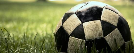Césped artificial: ¿cómo quito las manchas de mi balón?