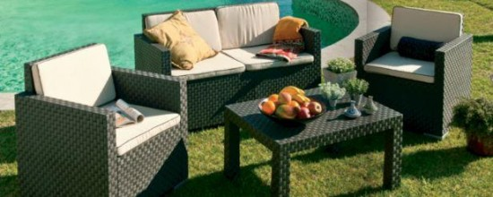 Los muebles de exterior y el césped artificial: bases adecuadas para la superficie