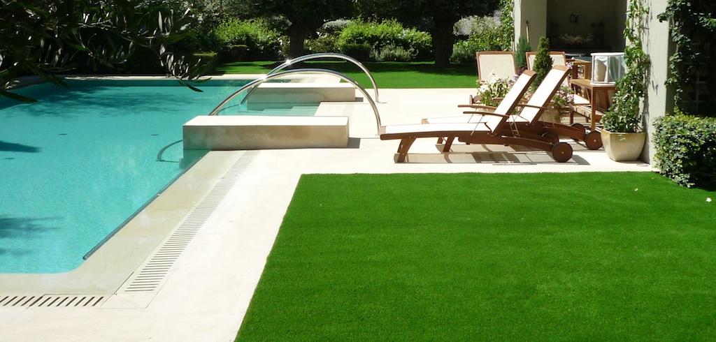 C sped sint tico el mejor para tu zona de piscina for Decoraciones para piscinas y jardines