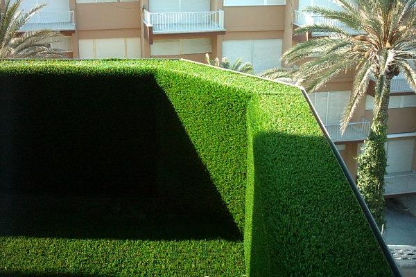 Cubre tu terraza con c sped artificial - Como colocar cesped artificial ...