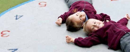 Césped sintético: sácale el jugo a tu zona para niños