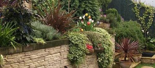 Jardinería ornamental con grass artificial: ¡muy fácil!