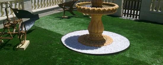 Jardín artificial: el agua y el césped